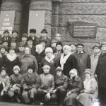 У цьому будинку (управління заводу «Більшовик») містився штаб 167 сд, звідки командуючий 38-ї Армії Москаленко К.С. доповів командуючому фронтом Ватутіну М.Ф. про звільнення Києва, 1988 р.