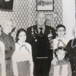 Пошуковців гостинно приймає родина колишнього начальника штаба дивізії Петрова І.Ф., Москва, 1984 р.